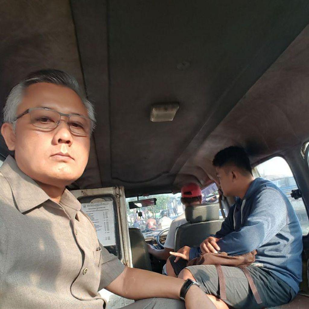 Berdesakan Naik Angkot Ala Wakil Ketua PN Tangerang