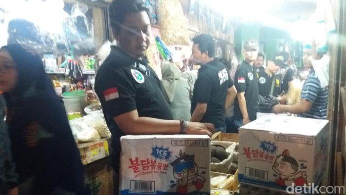 Foto: Razia Samyang di Jakbar (Arief-detikcom)