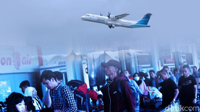 Foto: Ilustrasi mudik di bandara/ antrean di bandara