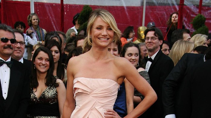 HOLLYWOOD - FEBRUARY 24:  Actress Cameron Diaz arrives at the 80th Annual Academy Awards held at the Kodak Theatre on February 24, 2008 in Hollywood, California.  (Photo by Frazer Harrison/Getty Images)
