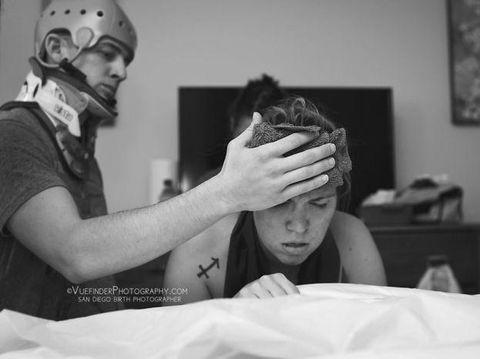 Foto: Momen Haru Para Ayah Saat Mendampingi Istrinya Melahirkan