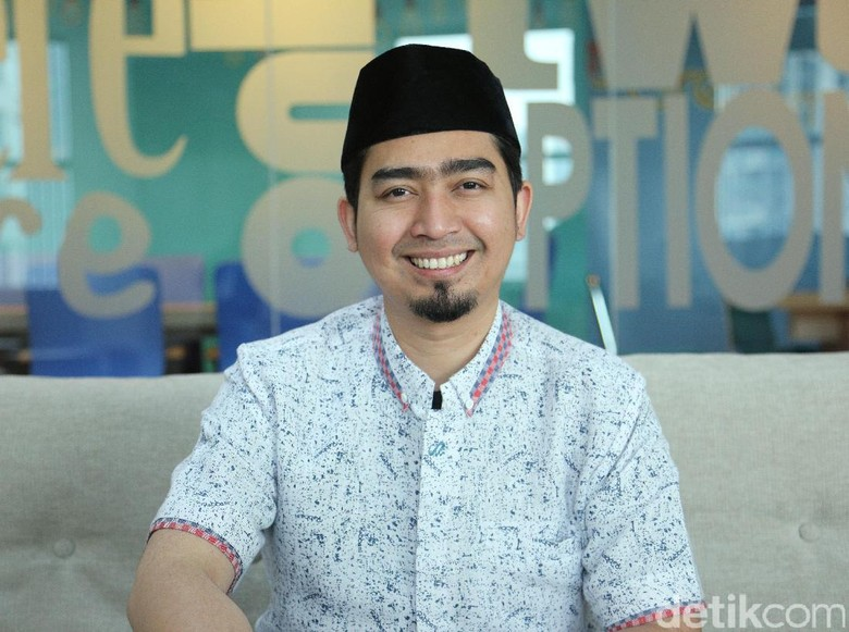 Tak Ikut Nyoblos, Ustad Solmed Kawal Paslon dari Lampung