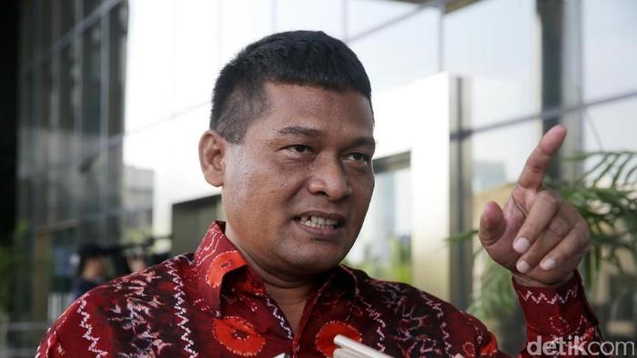 Mantan Panitera Pengganti PN Jakarta Utara Rohadi kembali diperiksa di Gedung KPK, Jakarta, Senin (19/6). Rohadi diperiksa sebagai tersangka dalam kasus gratifikasi.