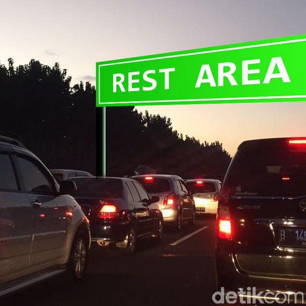 Ada Antrean di Rest Area KM 52, Tol Cikampek Arah Jakarta Padat