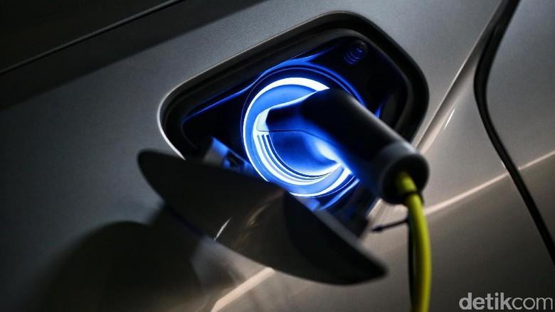 Mobil listrik hybrid i8 (Foto: Hasan Al Habshy)