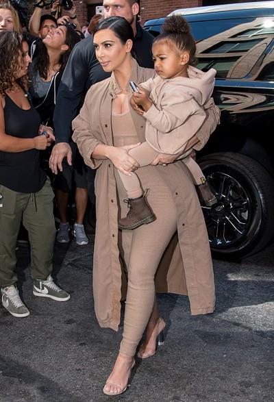 Foto: Kim Kardashian dan North West. Dok: Getty Images