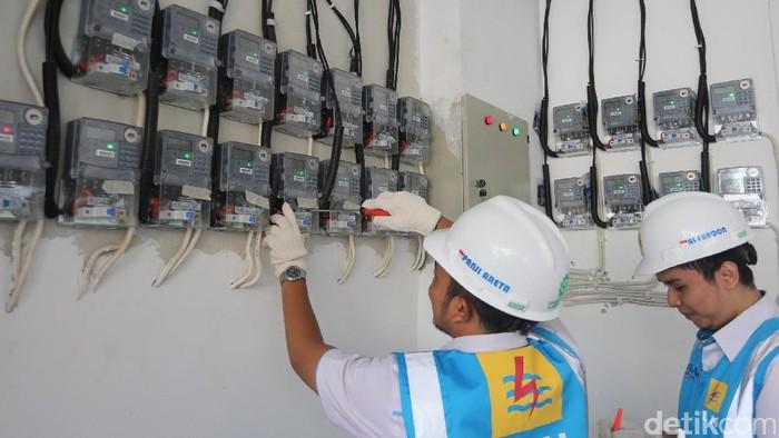 Menyambut lebaran Idul Fitri 1438H, Perusahaan Listrik Negara (PLN) memberi diskon hingga 50 persen untuk penyambungan tambah daya dan baru.