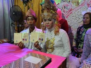 2 Anak SMP Menikah di Usia 15 Tahun Jadi Viral