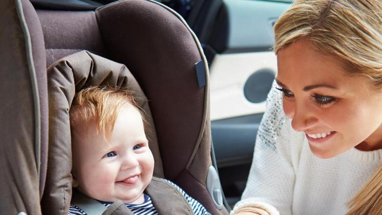 Ilustrasi aman berkendara bersama bayi/ Foto: Dok. Thinkstock
