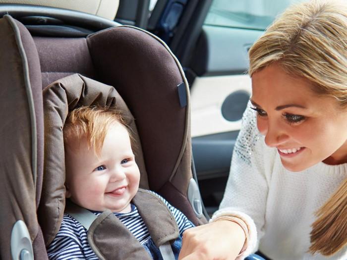 Ilustrasi mudik naik mobil bersama anak