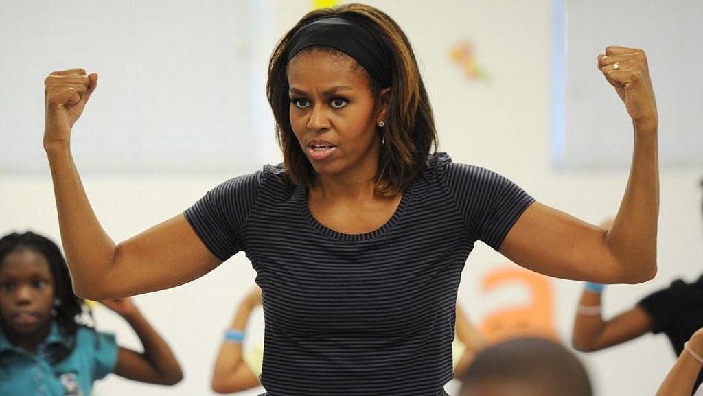 Potret Jagonya Michelle Obama Plank dan Push Up