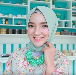 Tutorial Hijab Turki untuk Mudik dari Si Cantik Ayu Indriati