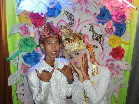Kedua remaja ini menikah di usia 15 tahun.