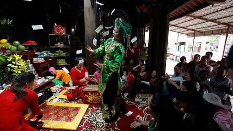 Ritual Hau Dong di Vietnam (Nguyen Huy Kham/Reuters)