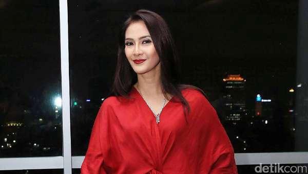 Maudy Koesnaedi Makin Cantik di Usia 42