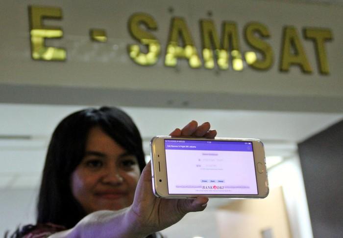 Samsat Polda Metro Jaya bersama Bank DKI meluncurkan Informasi Data Kendaraan Bermotor. Kini mengecek pajak juga bisa dilakukan secara online lho. Asyik...