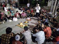 Tumpeng di Seberang Istana untuk Ulang Tahun Joko Widodo