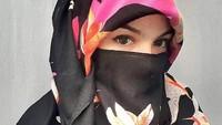 Kia Poetri juga mantan model seksi. Ia pernah jadi brand ambassador Ducati Indonesia dan membintangi film Kampung Zombie dan Demona. Foto: Dok. Instagram/kiapoetrii