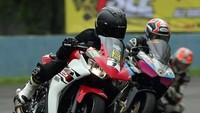 Moge dan beberapa motor bermesin lebih kecil seperti 250 cc pun dimiliki Kia Poetri di garasinya. Foto: Dok. Instagram/kiapoetrii