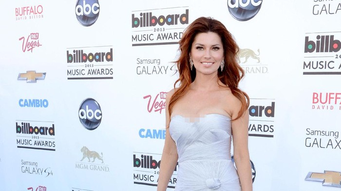 LAS VEGAS, NV - MAY 19:  Singer Shania Twain arrives at the 2013 Billboard Music Awards at the MGM Grand Garden Arena on May 19, 2013 in Las Vegas, Nevada.  (Photo by Jeff Bottari/Getty Images)