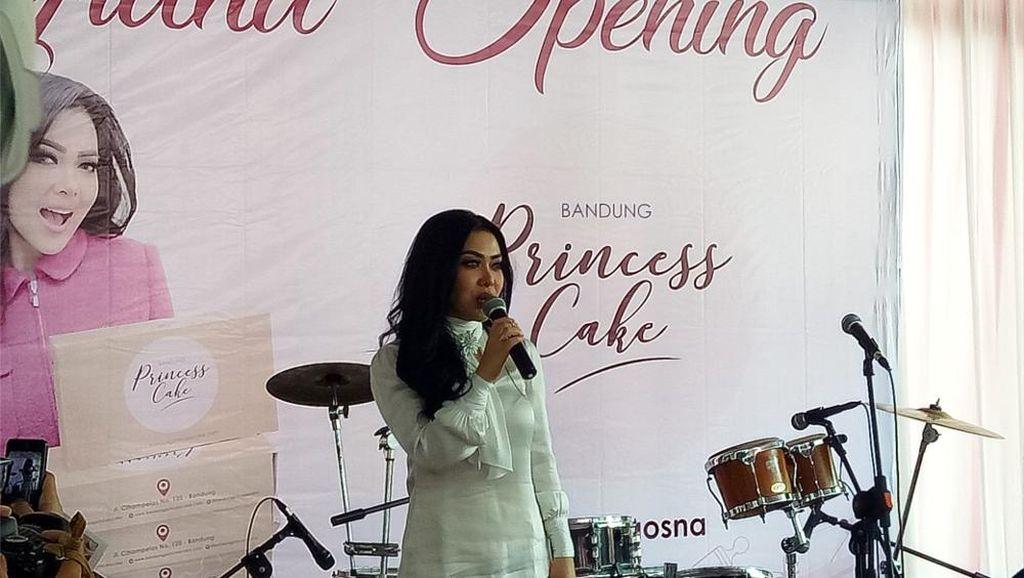 Buka Princess Cake Kedua di Bogor, Syahrini Adakan Lomba Vlog