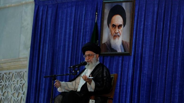 Ayatollah Khamenei Sebut Aung San Suu Kyi Wanita Kejam