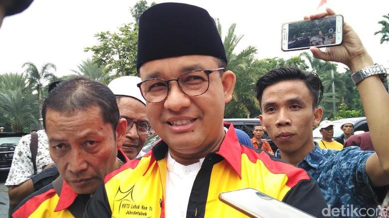Jelang Pelantikan, Anies Baswedan Boyong Ibunda ke Jakarta