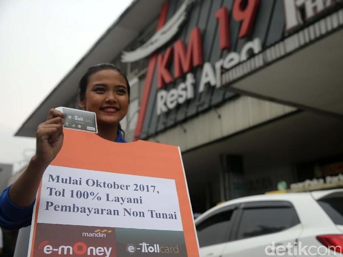Bank Mandiri memberikan layanan perbankan selama musim mudik dengan menempatkan dua unit ATM Link di Rest Area KM 19 dan 39 ruas tol Jakarta-Cikampek.