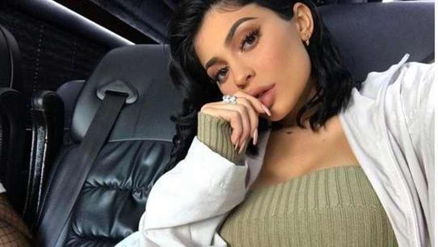 Hmm.. Speechless, Ini Gaya Busana Macam Apa Sih Kylie Jenner?