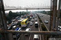Glodok Sampai Roxy Sepi Pembeli, Trotoar Jakarta Tak Layak