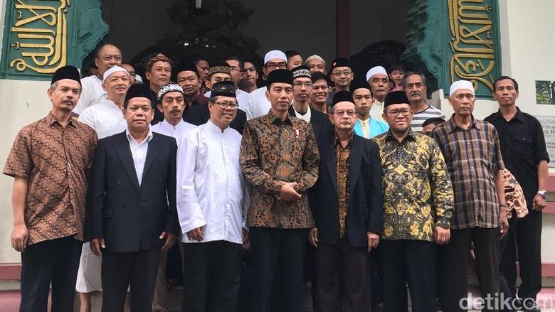 Tiba di Bandung, Jokowi Bertemu Warga Ucapkan Selamat Idul Fitri