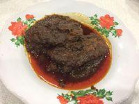 Rendang khas Minang yang berwarna kehitaman jadi makanan terenak di dunia.