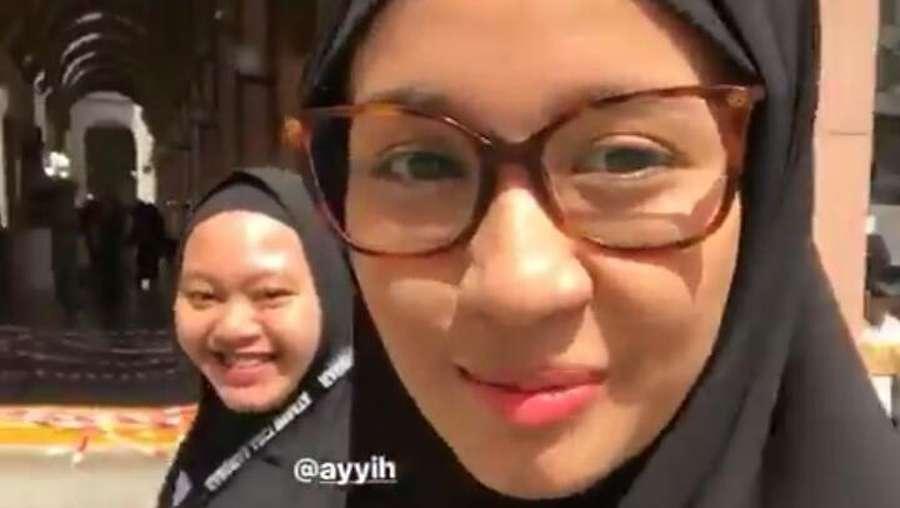 Pergi Umrah, Laudya Cynthia Bella Tampil Bercadar