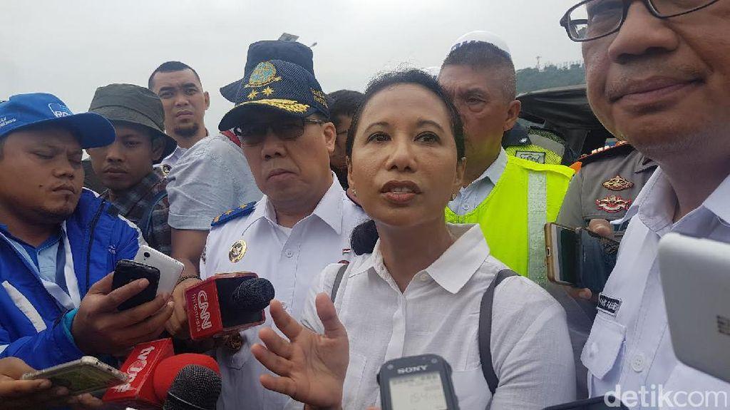 Menteri Rini Cek Arus Mudik di Dermaga Baru Pelabuhan Merak