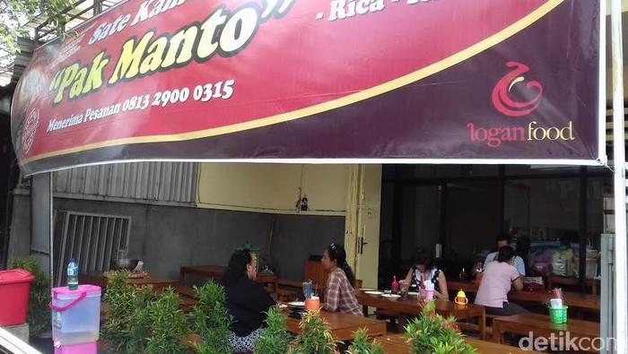 Warung Sate Kambing Pak Manto yang terkenal dengan tengkleng rica-nya di Solo (Foto: Bayu Ardi Isnanto)