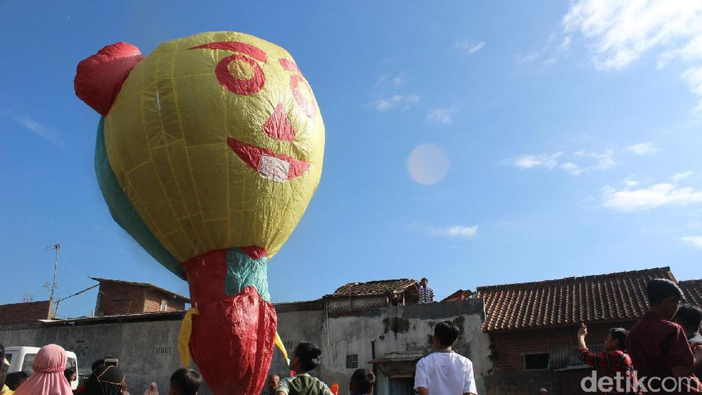 Ngapungkeun Balon, Tradisi Unik Warga Garut Saat Idul Fitri