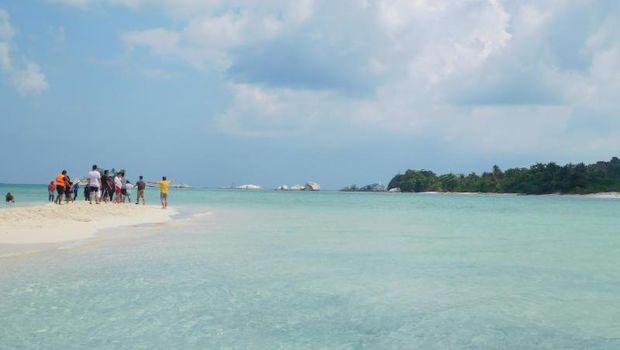 Pulau Pasir di Belitung