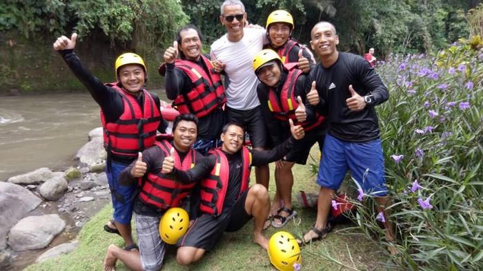 Mengajak keluarga berlibur seperti yang dilakukan mantan presiden AS, Barack Obama di Bali ternyata banyak manfaatnya lho. Simak di sini ya. (Foto: Desa Rafting)