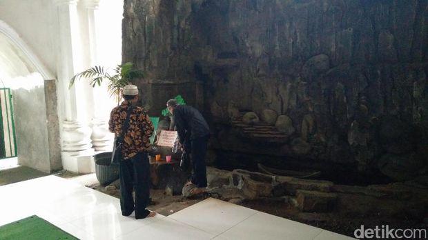 Makam Mbah Priuk, Senin (26/6/2017)