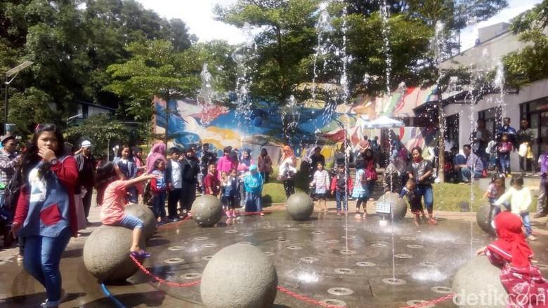 Serunya Libur Lebaran di Teras Cikapundung Bandung