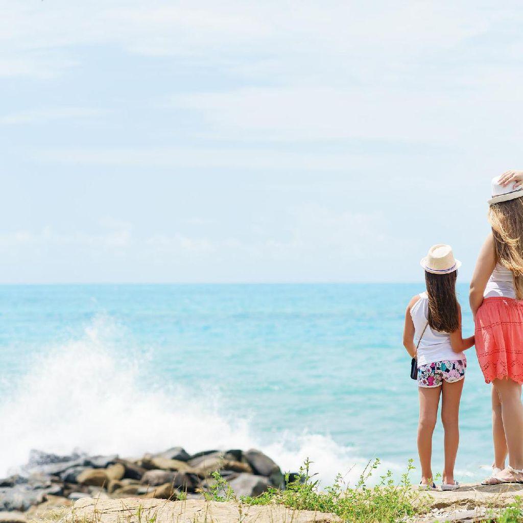 Lakukan Ini, Bun, agar Liburan ke Pantai Bareng Anak Makin Seru