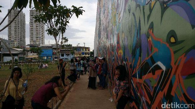 Lebaran di rptra kalijodo ini tempat yang instagramable for Mural kalijodo