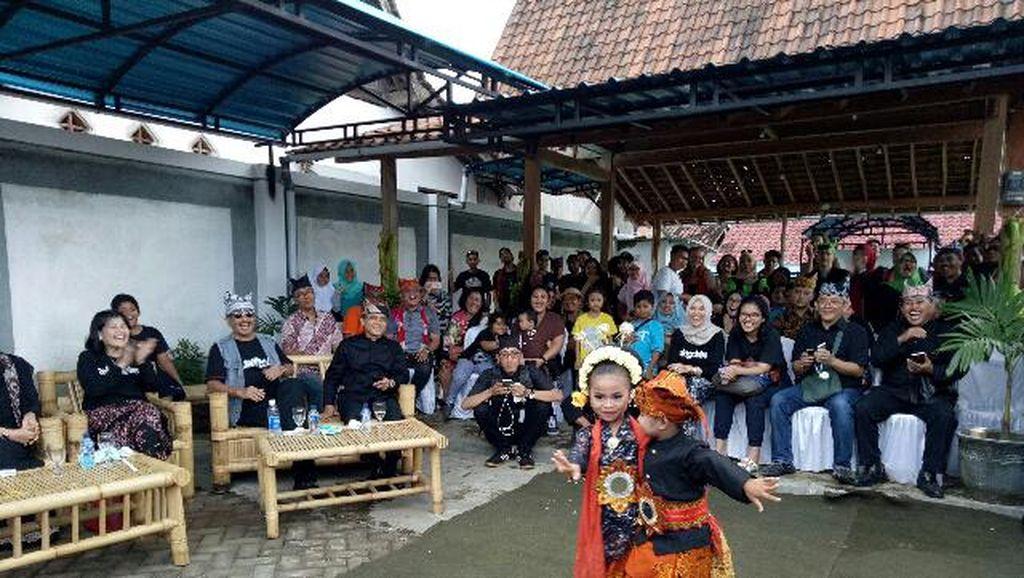 Pulang Kampung ke Banyuwangi, Menpar Takjub dengan Desa Kemiren