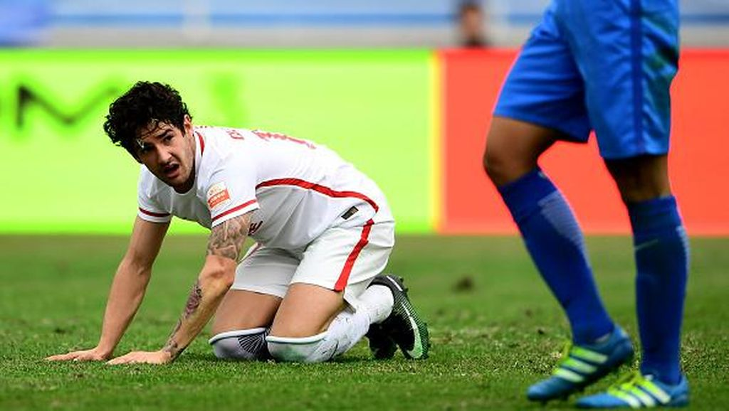 Dikaitkan dengan Milan, Pato Ingin Mudik ke Brasil Saja