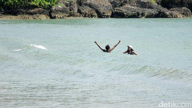 Ini Cantiknya Pantai Jimbaran, Tempat Putri Obama Main Air