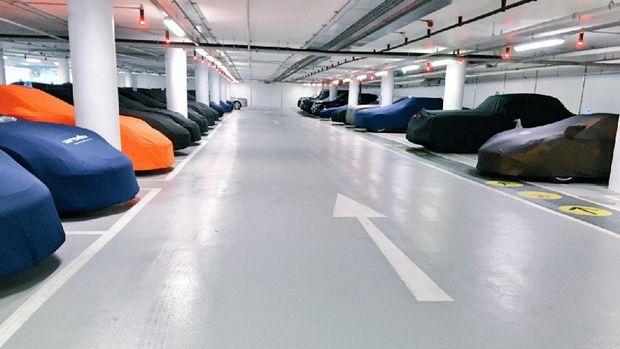 4 Tips Parkir Mobil Tanpa Punya Garasi di Rumah