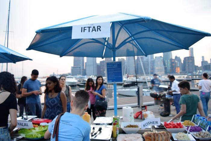 Foto: Barbeque Iftar oleh NYC Muslim-Jewish Solidarity Committee(Riskariyani Tirtawijaya)