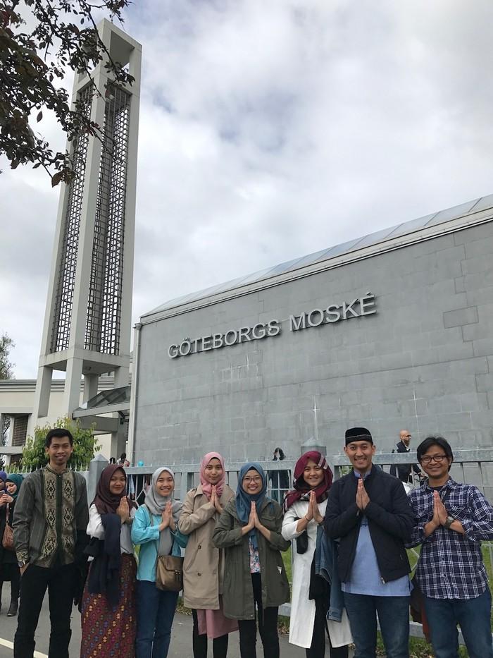 Foto: Perhimpunan Pelajar Indonesia (PPI) Swedia di Göteborg yang berkumpul saat salat Id 1438 H (Marlodieka Wibawa)