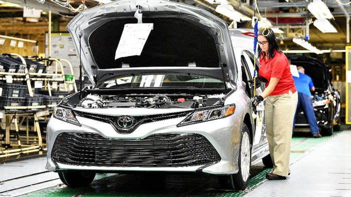 Toyota Camry anyar