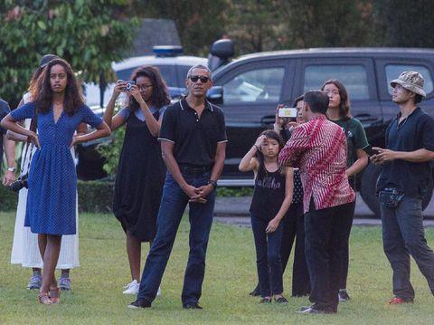 Di Borobudur, Michelle Obama Buktikan Gaya <i>Sporty</i> dan Glamor Bisa Berpadu